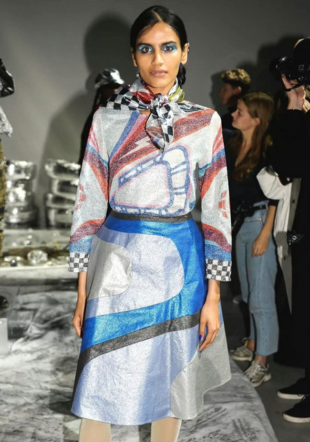 The 2019 spring and summer T-stage that is dominated by printed fabrics has no place to put on the personality!  (Figure 4)