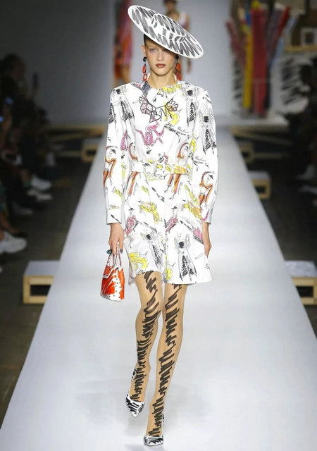 The 2019 spring and summer T-stage that is dominated by printed fabrics has no place to put on the personality!  (Figure 18)