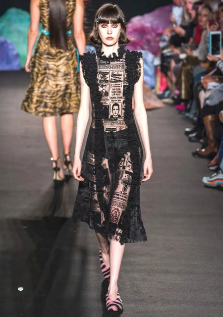 The 2019 spring and summer T-stage that is dominated by printed fabrics has no place to put on the personality!  (Figure 23)