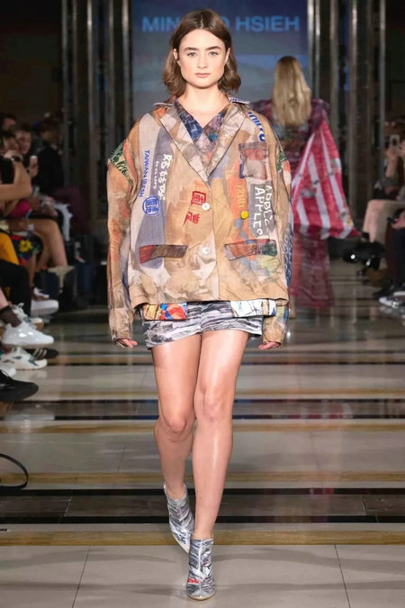 The 2019 spring and summer T-stage that is dominated by printed fabrics has no place to put on the personality!  (Figure 24)