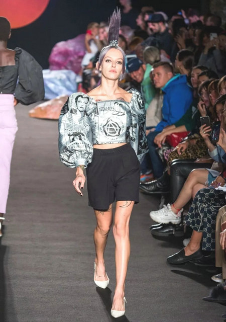 The 2019 spring and summer T-stage that is dominated by printed fabrics has no place to put on the personality!  (Figure 25)