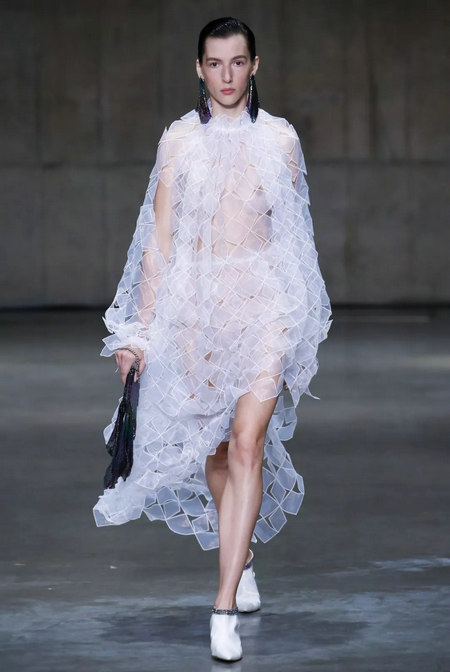Fashionable early 2019 spring and summer fashion trend report (Figure 25)